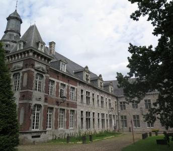 Réalisation d'une brochure «CADOR, J'ADORE – De Fontaine-l'Evêque à Charleroi – Sur les traces d'un grand architecte régional du 19e siècle