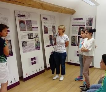 Réalisation d'une exposition sur le petit patrimoine des façades : «Les trésors cachés des façades carolos»
